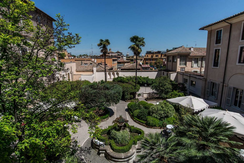 staycation-roma-donna-camilla-GARDEN-AND-CLOISTER