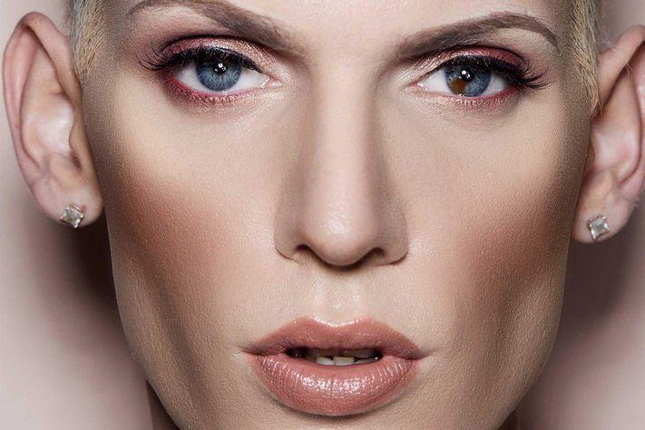 Make-up genderless