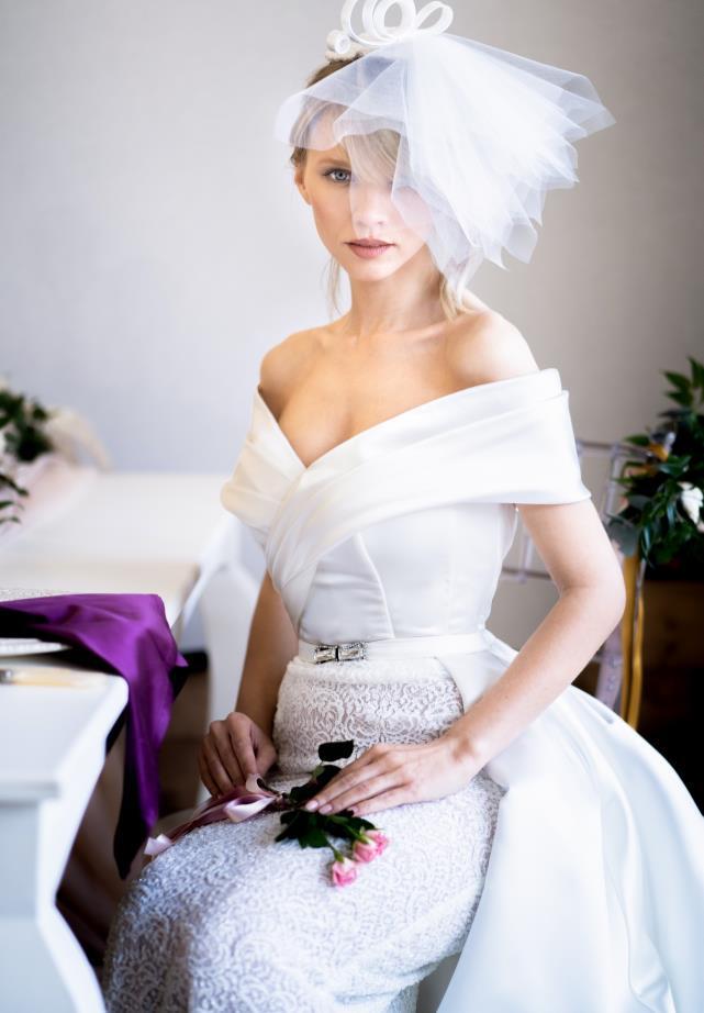Sposa acconciatura capelli corti e accessorio