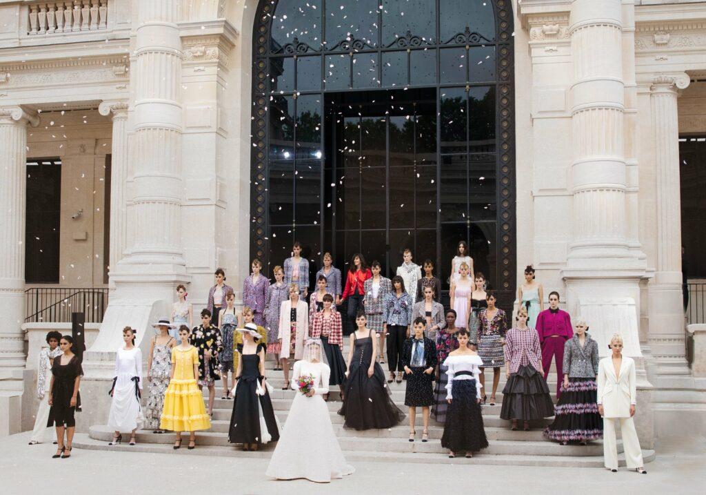 CHANEL Fall-Winter 2021/22 Haute Couture Show